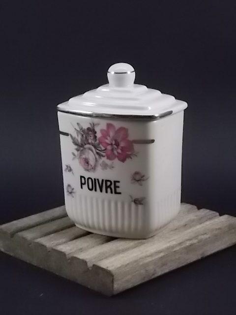 """Pot à Epice """"Poivre"""", en faience Blanche à motif floral. Sans signature modèle Manon"""