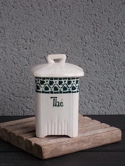 Pot à Épice, en faïence Blanche. Motif frise de Feuillage Vert. De Nouvelles Usines de Céramiques du Nord - St Amand