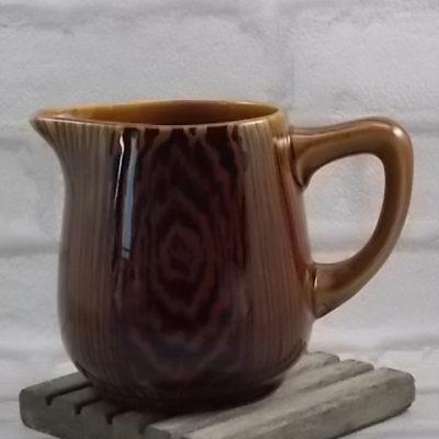 """Pot à eau """"Acajou"""" en céramique Marron à motif de veinures de bois, peint à la main de Sarreguemines et Digoin"""