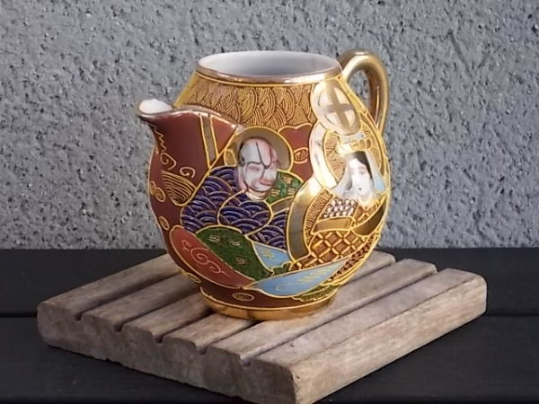 """Pot à lait """"Satsuma"""", en porcelaine Blanche à décors cloisonné Shimazu. Made in Japan"""