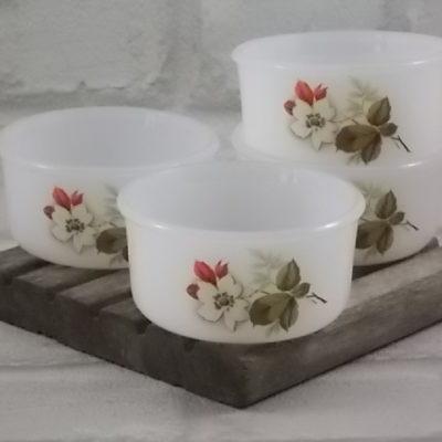 """Ramequin """"Aubépines"""" rond, en verre Opale trempé Blanc laiteux. Décors floral sérigraphié polychrome. De la marque Arcopal"""