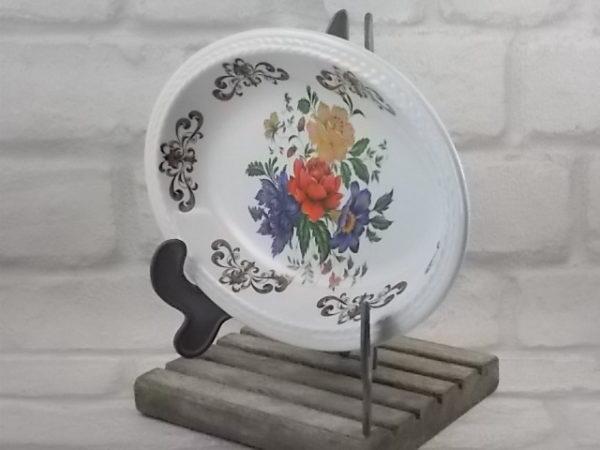 """Ravier """"Derby"""" en faïence Blanche et motif floral. Forme ovale et frise sculptée. De la maison Moulin des Loups Orchies"""