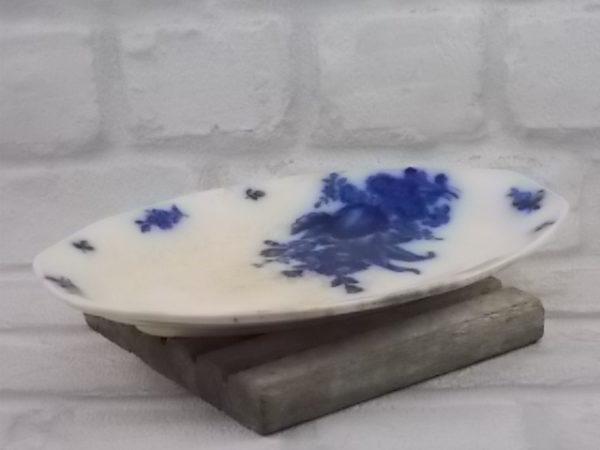 "Ravier ""Haarlem"", en faïence Blanc laiteux. Motif floral Bleu Cobalt flou. De Villeroy & Boch Mettlach"