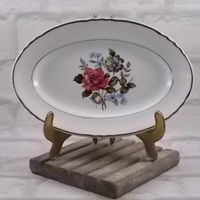 """Ravier ovale """"Fleurs"""", en faience Blanche et motif floral. De la Faïencerie de Moulin des Loups Orchies"""