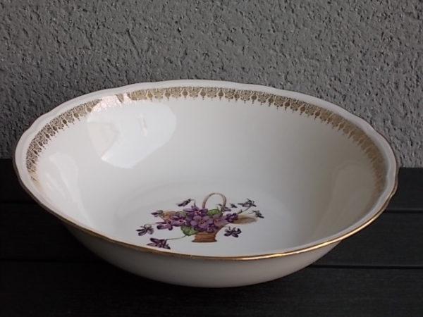 """Saladier """"Panier de Violettes"""", en porcelaine Blanche et motif floral. De Compagnie Nationale de Porcelaine Berry France"""