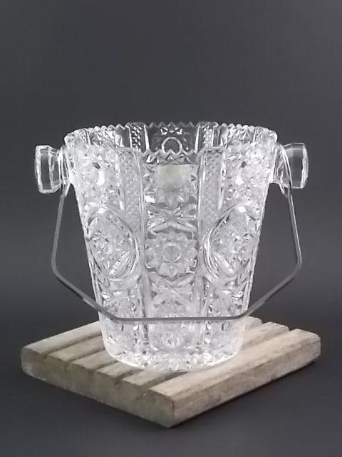 Seau à glace en Cristal au Plomb, taillé et moulé. Anse en métal chromé amovible. De la Cristallerie Buder. Made in Germany.