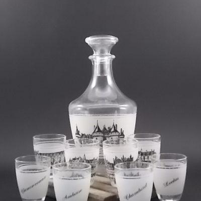 """Service à liqueur """"La Loire"""" en verre moulé. Décors sérigraphié Noir des Chateaux de la Loire. De la verrerie Cristallerie d' Arques"""