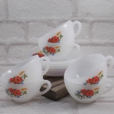 """Service à thé """"Fleurs Champêtres"""", en verre Opale. Décors floral sérigraphié. De la marque Arcopal France"""