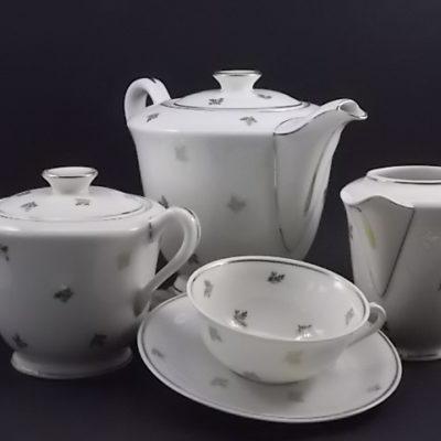 """Service à thé """"Semis de Rameaux"""", en porcelaine Blanche à motif en dorure. De Poral Limoges France."""