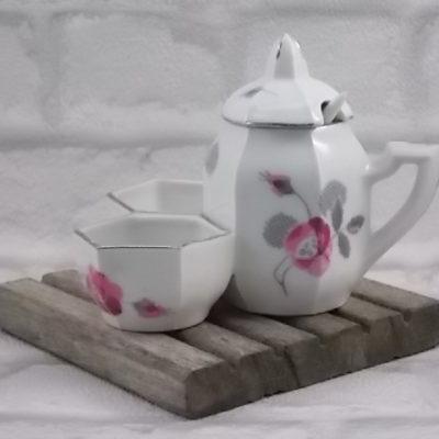 """Serviteur à condiment """"Fleurs"""", en porcelaine Blanche, et décors floral stylisé. De la manufacture M. S France"""