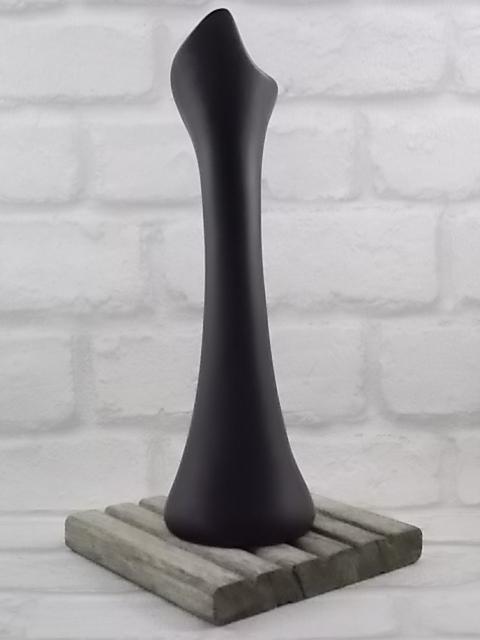 """Soliflore """"Risch"""" en porcelaine Blanche. Motif Abstrait en dorure sur fond Noir Mat peint à la main. De Tettau Bavaria."""