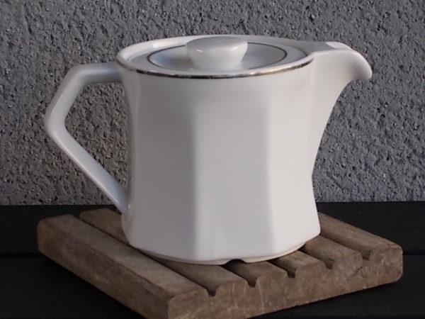 """Théière """"Platinium"""", en porcelaine dure Blanche à liseré en Platine. Produits hôtellerie. De la marque Apilco France"""