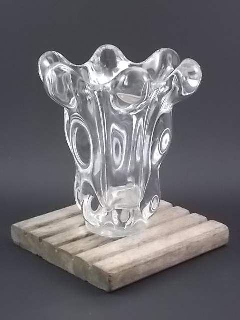 """Vase """"Cascade"""" en Cristal. De forme évasé. Effet de gouttes en cascade. De la maison Art Vannes France."""