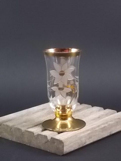 Verre à liqueur Flute sans pied en verre ciselé. Motif floral et dorure.