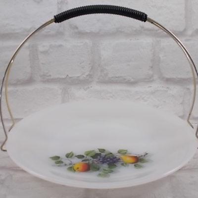 """Corbeille à fruits en verre Opale d """"Arcopal"""" motif 'Fruits de France"""" panier fil métal doré, poignée fil gainé plastique noir"""