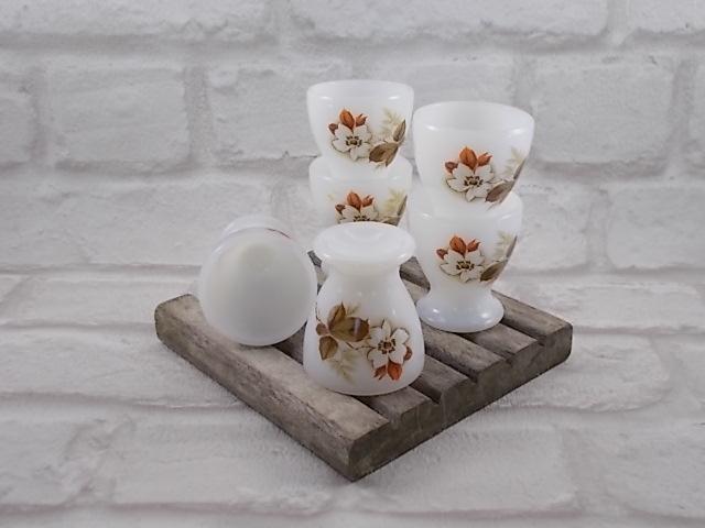 """Coquetier """"Arcopal"""" en verre Opale Blanc laiteux motif Floral sérigraphie """"Aubépines"""""""