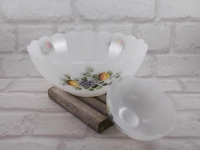 """Service à salade de fruit """"Arcopal"""" en verre Opale motif """"Fruits de France"""", un saladier et 8 coupelles"""