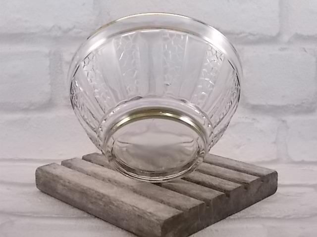 Bol à facette en verre moulé, année 40/50, finition liseré dorure, facette gravure mosaique