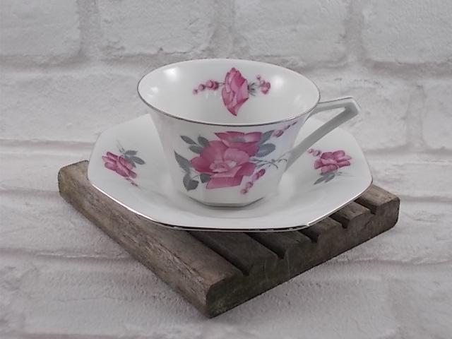 """Service à café """"Victoria"""" Tchécoslovaquie,15 pièces, Art Déco, porcelaine Blanche décors Fleuri Fushia/Gris liseré Argent"""