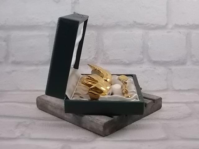 """Coffret de salerons """"Cygnes"""" en porcelaine de Limoges Dorés, avec cuillières"""