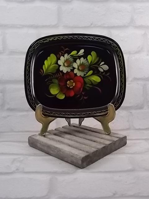 Petit plateau métal laqué noir décors motif floral peint main, artisanat ex-urss année 70/80