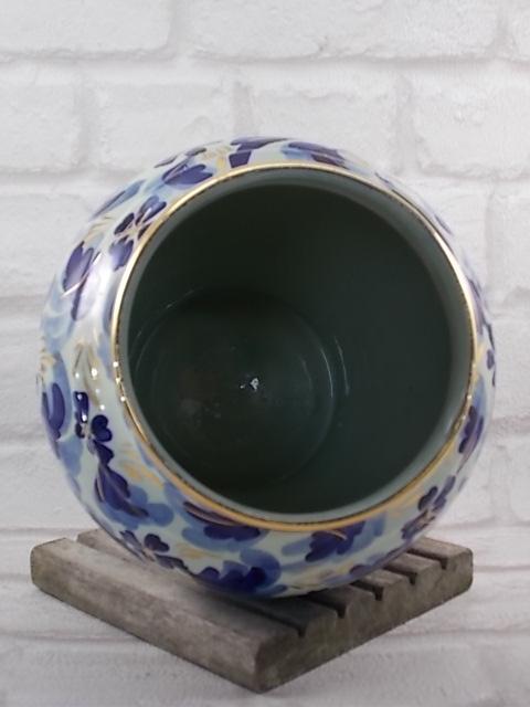 """Potiche en faïence """"H. Becquet Quaregnon"""" Belgique, décors """"Oiseaux Bleu du Bonheur"""", coloris Bleu Cobalt rehaussé de Dorure peint à la main"""