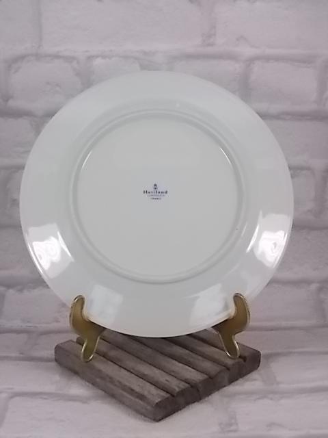 """Assiette Décorative """"Tcho Kiang Celadon"""" en porcelaine, motif de bouquets florales et papillons. De Haviland Limoges France."""
