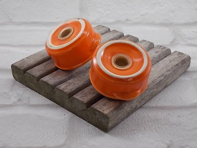 """Salière et Poivrière en forme de """"Cocotte"""" """"Le creuset"""" en Céramique orange"""