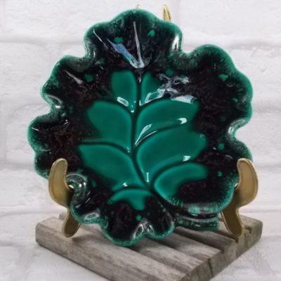 """Ceramique forme """"Feuille de Chene"""" Verceram, Vert bordé de Noir veiné de Mordoré"""