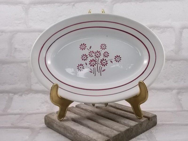 """Plat ovale """"Martine"""" """"K&G Lunéville"""" N°54, Faience Blanche motif Fleurs Stylisées Rose"""