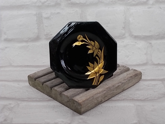 """6 dessous de verre octogonales en bois Laqué Noir, motif floral """"fleurs de Lotus"""" doré"""
