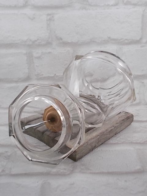 Sucrier octogonal en verre à facette, bouton bois ciré