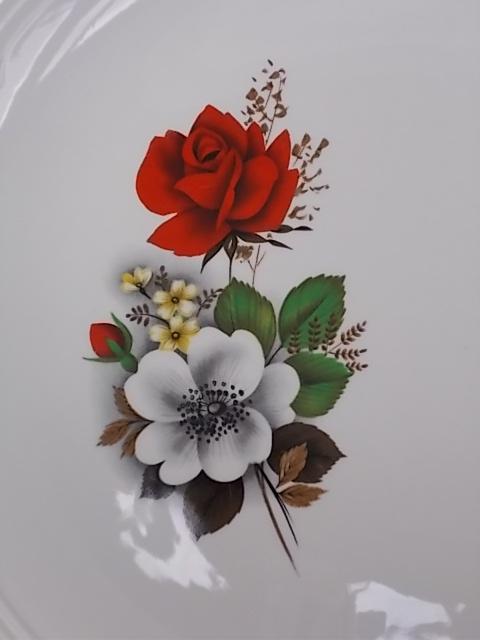 """Plat à gâteaux à oreilles, en faïence Blanche de """"Moulin des Loups"""" à """"Orchies"""". Motif floral et liseré en dorure"""