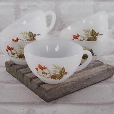 """Tasses à café """"Aubépines"""" d' """"Arcopal""""en verre opale agrémenté d'un motif floral sérigraphié au ton Automnale, de la """"Cristallerie d'Arques"""""""